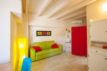 30 soggiorno monolocale rosmarino
